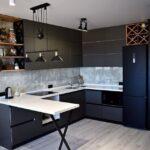 кухня з барною стійкою