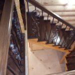 дизайн прихожої зі сходами